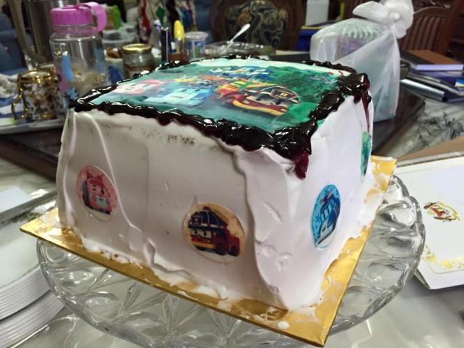 Kek Butter Vanila dengan gambar robocar untuk birthday boy