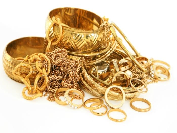 Kebanyakan barang kemas adalah dalam jenis emas 916