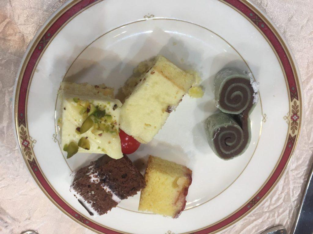 Pencuci mulut - pelbagai jenis kek. Yang gulung tu paling sedap