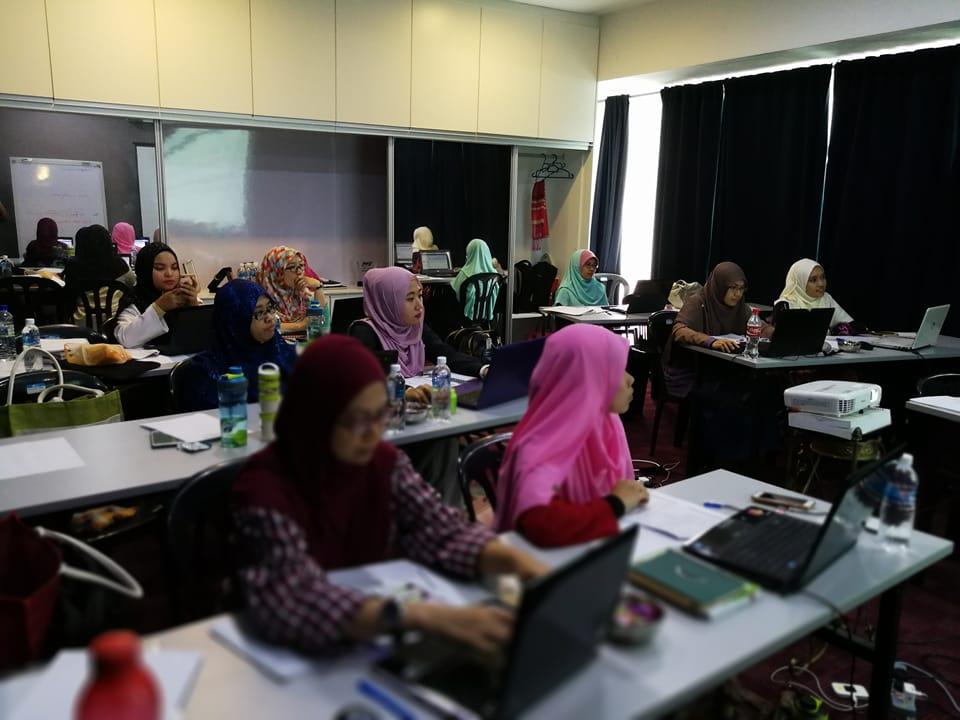 Khusyuk dengar kelas saya untuk cara bisnes online dengan menggunakan blog dan SEO