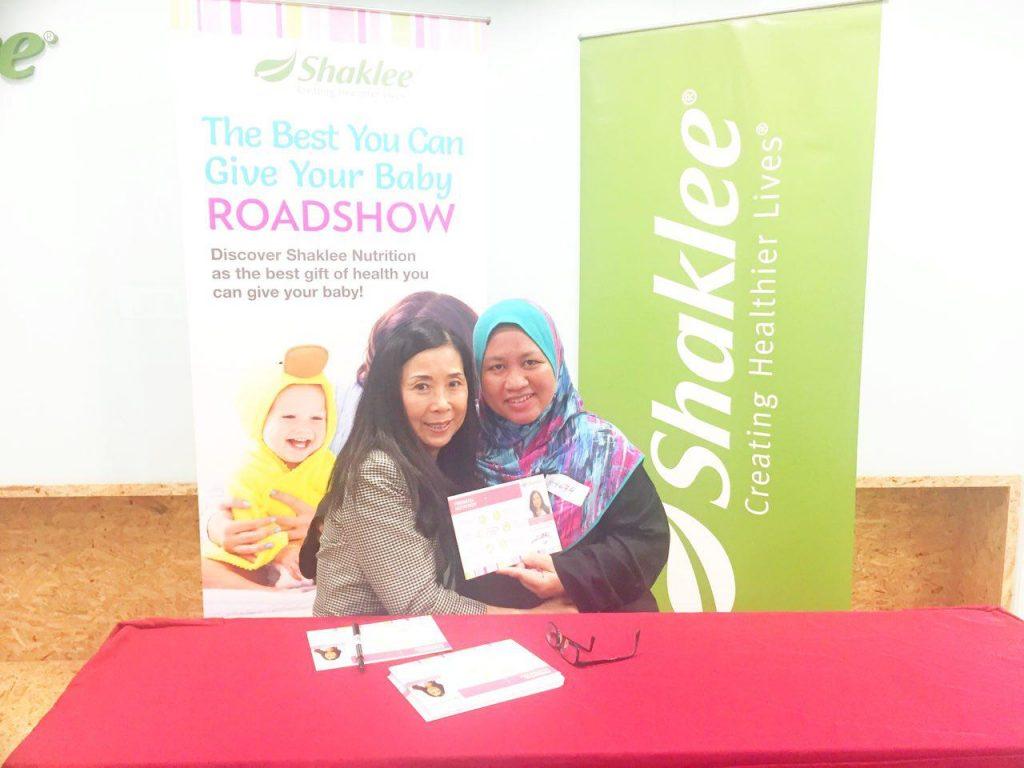 Saya bersama saintis Shaklee, Dr Sonhee Park semasa program sains Shaklee pada tahun 2018
