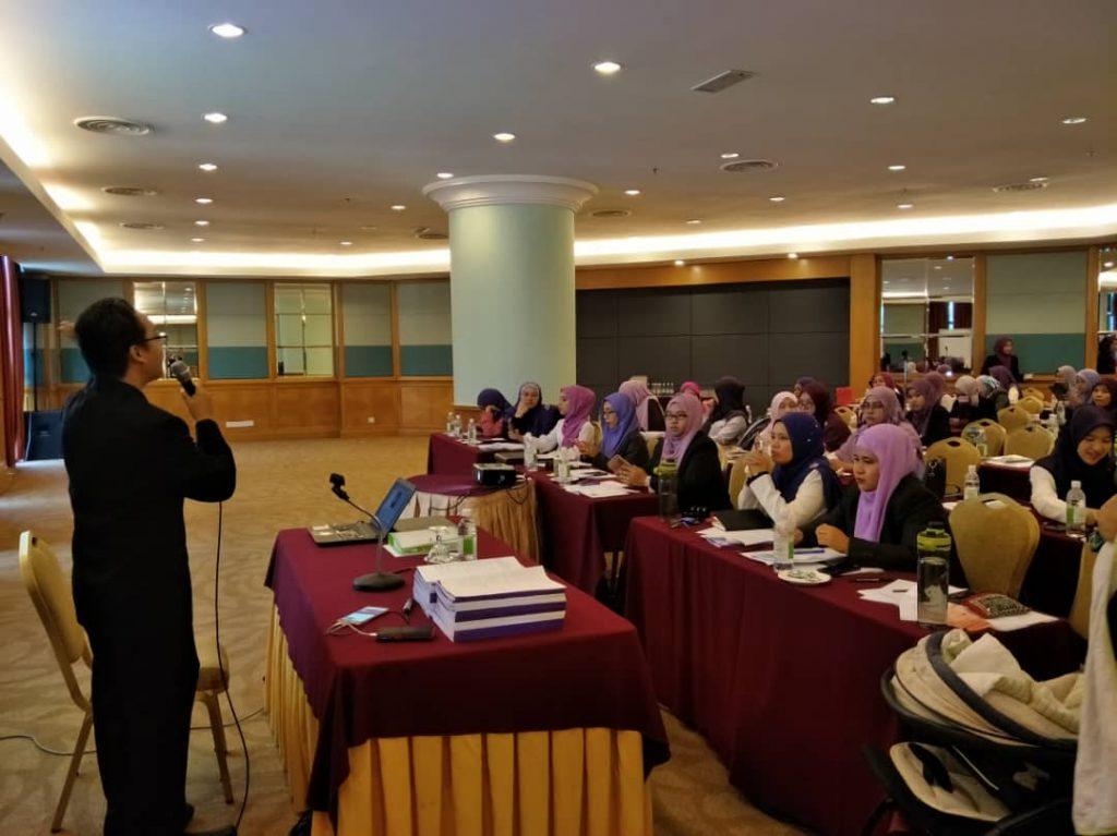Master Aizan sedang bagi ceramah. Best sangat