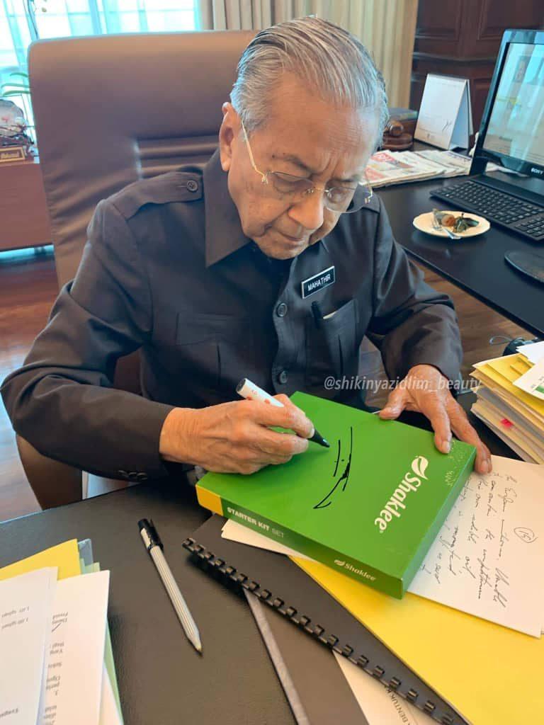 Tun Dr Mahathir turut merupakan pengguna Shaklee