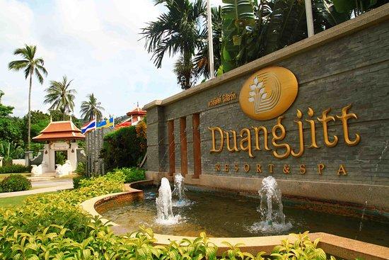 Selesai makan, kami di bawa ke Duangjitt Resort & Spa untuk check-in