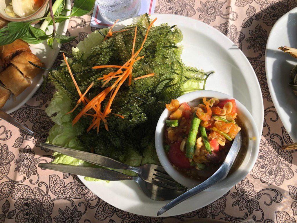 Specialty di Phuket adalah seaweed (rumpai laut). Rasa crunchy