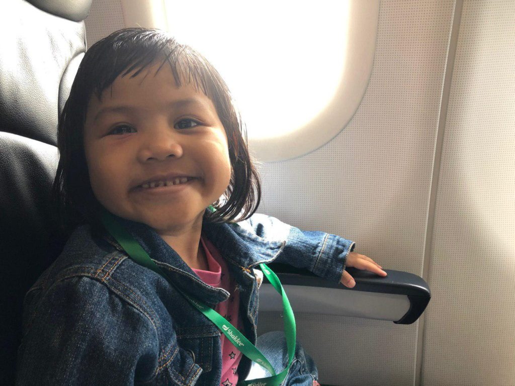 Sarah happy dalam flight