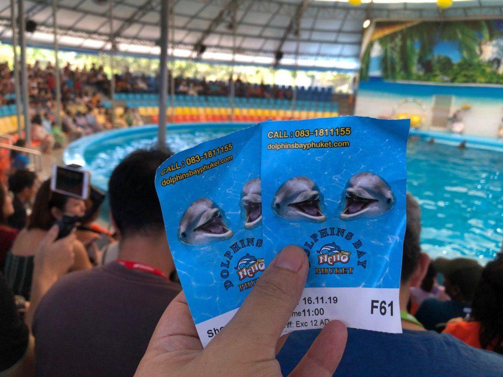 Tiket kami masuk ke Dolphin Show
